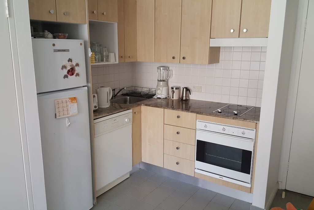 kitchen, blender, toaster, kettle, coffee machine, oven, cooktop