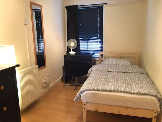COSY SINGLE ROOM in the Heart of London | SOHO