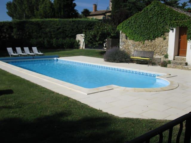 Bel appartement dans mas provençal - Vénéjan - Leilighet