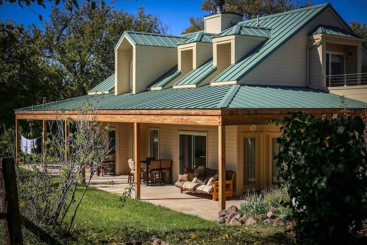 Relaxing Retreat Homestead in Nature - Sleeps 14+