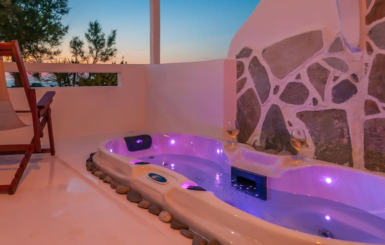 Suite with outdoor hot tub-sea view - Pollonia - Bed & Breakfast
