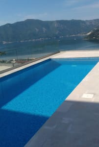 Flat&POOL&stunning view - Risan - Apartment