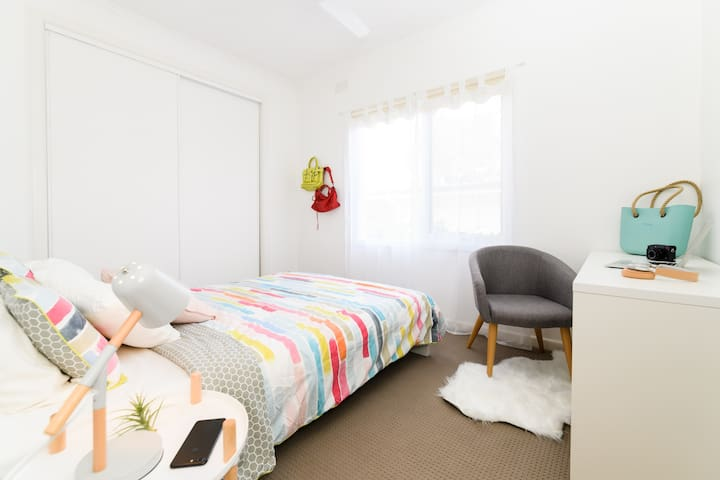 Private double room in Box Hill / Doncaster