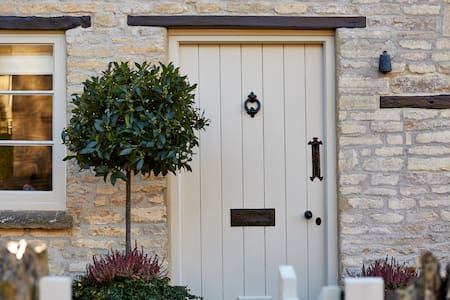 ⭐ The Cotswold Snug ⭐ Dogs Welcome!