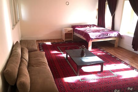 Sunny & Spacious Room with a Beautiful Garden View - Kabul - Vendégház