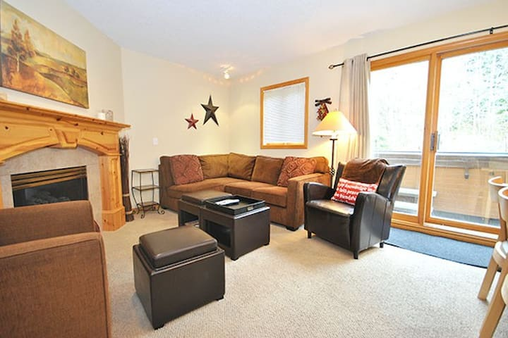 Snow Creek 21: 3BD with Best Ski In/Out, sleeps 9