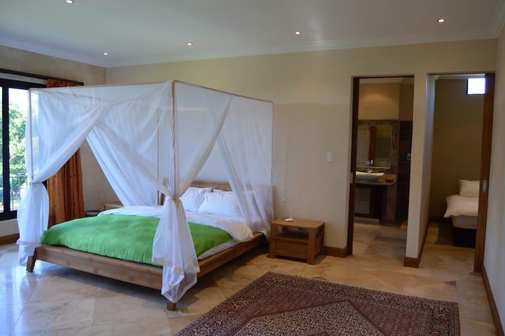 Aramesh Luxury Guesthouse - Family Suite Shiraz