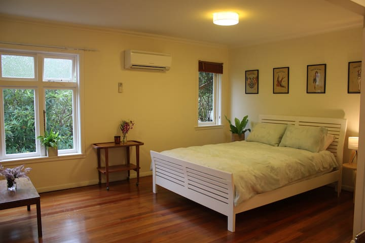 Private studio close to Newtown & CBD