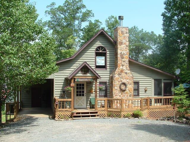 Snuggle Inn Cabin & Treehouse - Morganton - 小屋