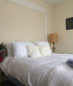Little House Inn Dog Friendly Room - Rumney