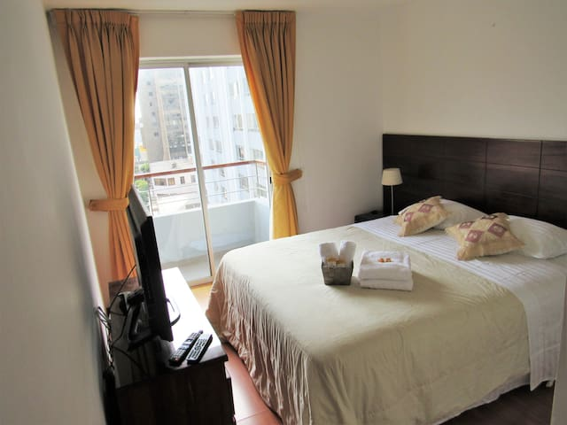 Private room in Luxurious apartment. Miraflores