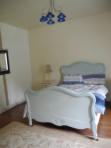 Chateau-B&B,4 Double rooms;Each ROOM 65€/2 persons - Marigny - Гестхаус