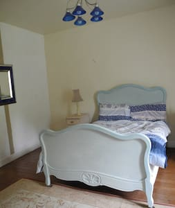 Chateau-B&B,4 Double rooms;Each ROOM 65€/2 persons - Marigny - Inap sarapan