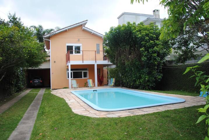Casa com piscina na Barra da Lagoa