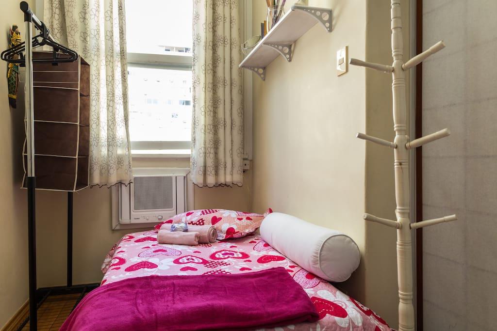 """janela bem arejado. ar condicionado à parte"""""""