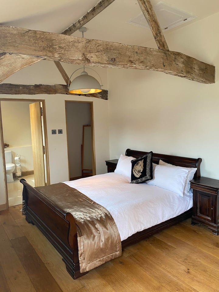 Tranquil barn conversion in Sherborne St John