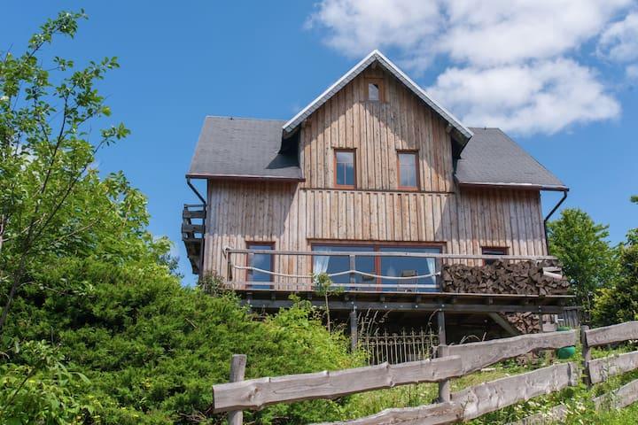 Maison de vacances confortable à Böhlen, jardin et balcon