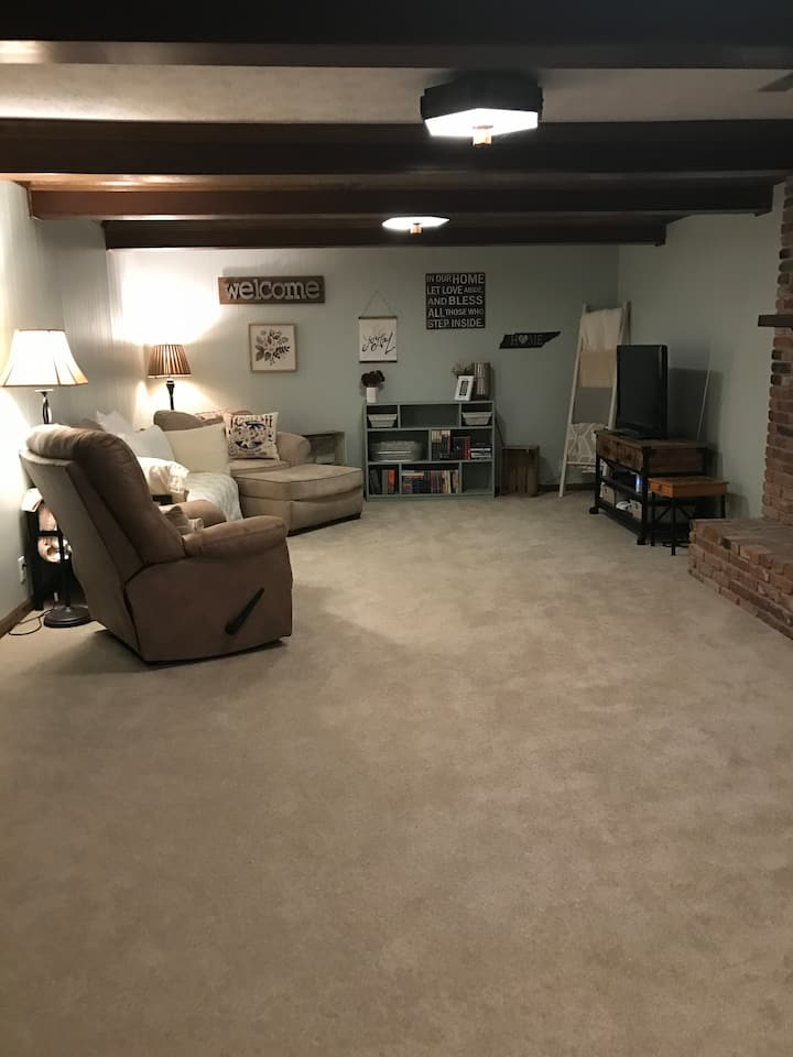 Convenient in-law suite with private entry/BR/BA.
