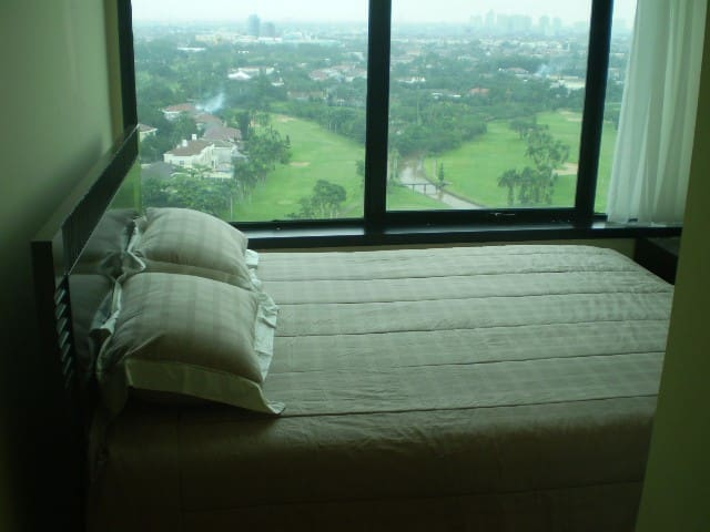 Spectacular View from Master Bedroom & King Koil Mattress & Good Quality Bed Linen