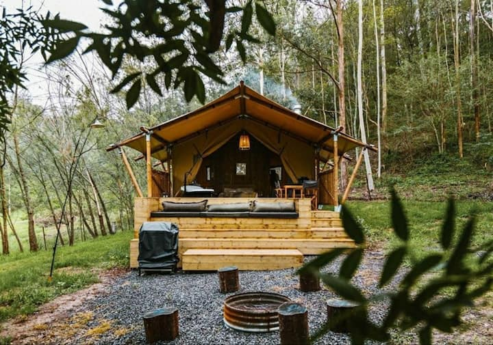 The.gumtree.lodge with outside bath & woodfire.