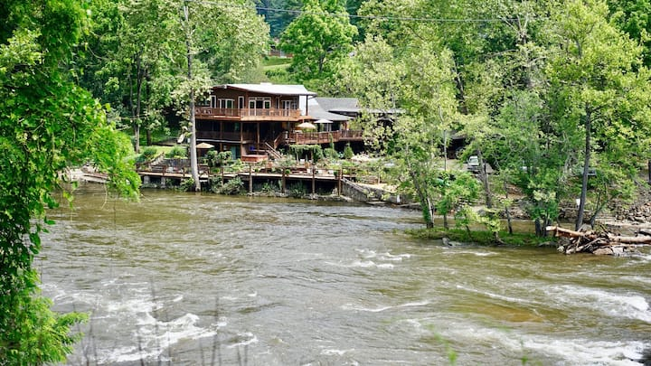 Cabin Suite at the Dillsboro Inn : Riverscape