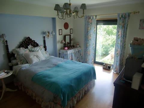 Room with bathroom in Lisbon