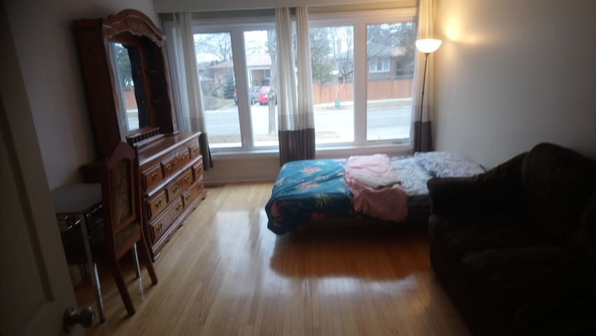 A4-Room up to 5 guests-Subway/York Unv-5 min.