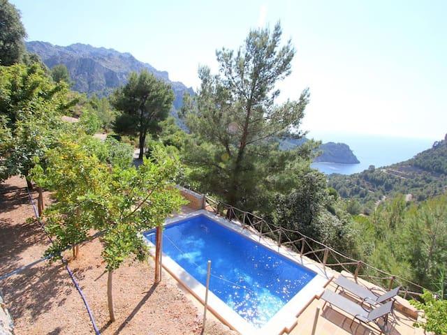 Casa con vistas al mar y montaña. Piscina privada