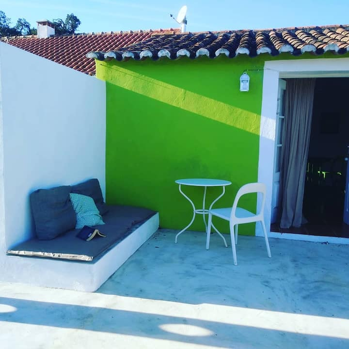 Casa VERDE, cosy cottage\shared pool\hikers idyll!
