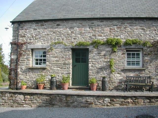 Duck Cottage for two near The Brecon Beacons Park