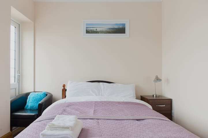 (Room 13) Superb Double with Garden view & access - Ilford - Dom