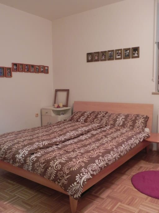 Room 1 with double bed (200 cm)