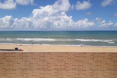 Apartamento com cobertura em frente ao mar