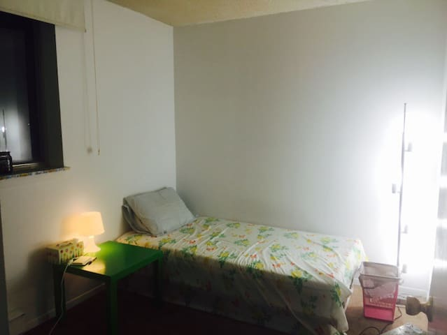 Big Room 1 available in Apartment!!