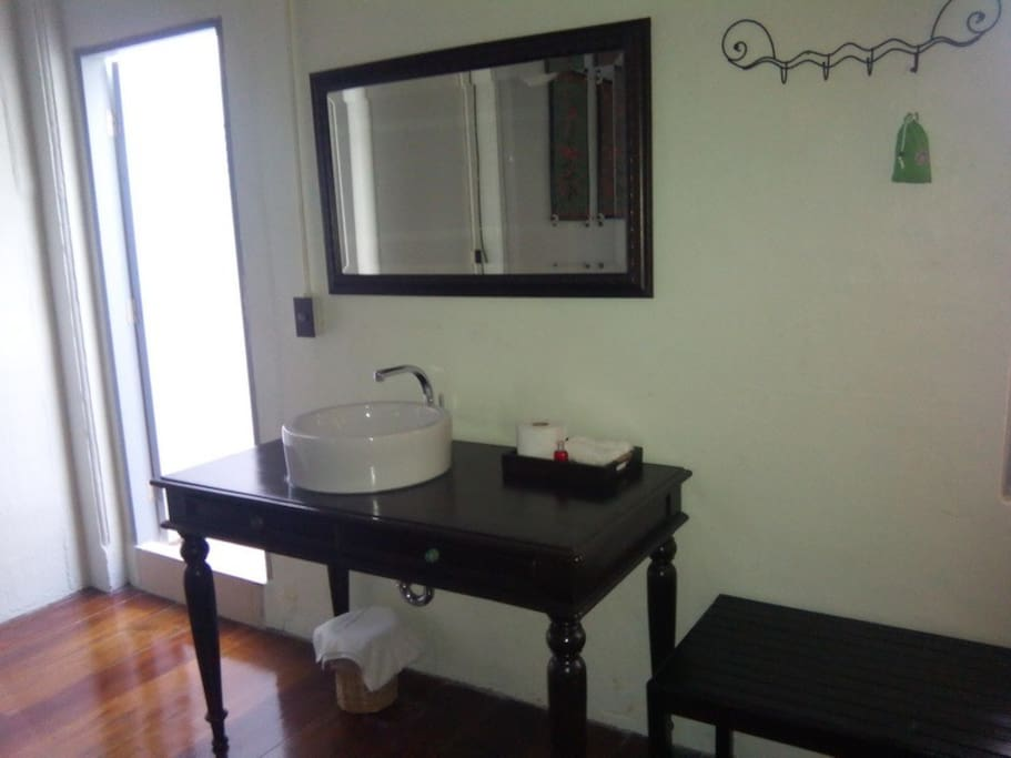 wash basin inside the room