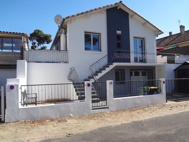 Jolie maison au coeur de RONCE LES BAINS (2 pers)