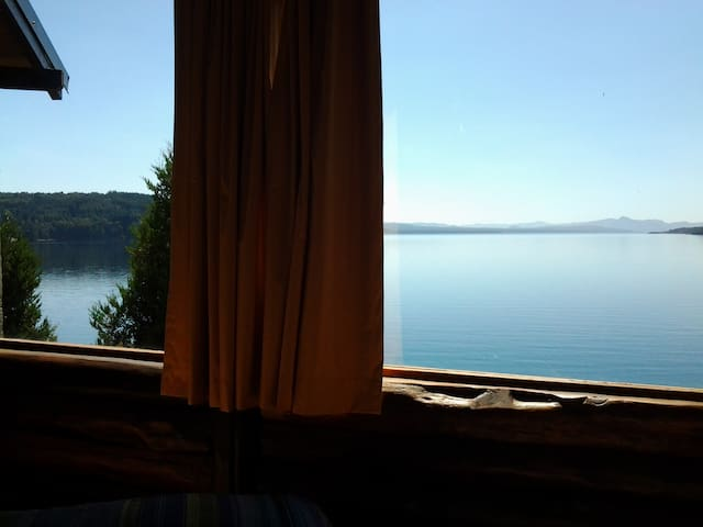 Esta es la vista desde la cama del dormitorio.