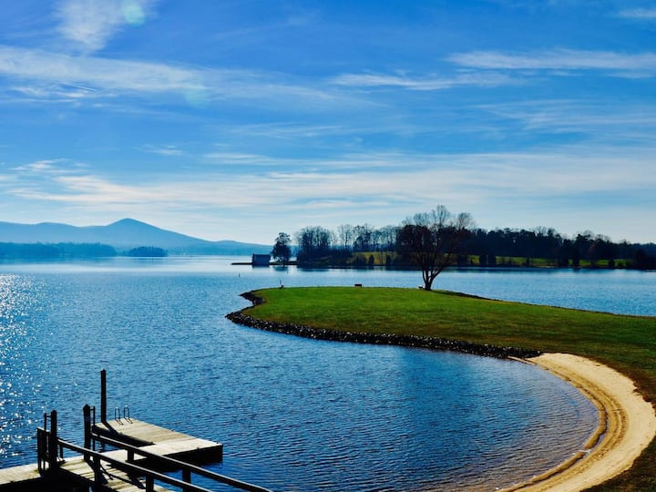 Amazing Lake Front, views, pools, resort amenities, beaches, docks, Internet