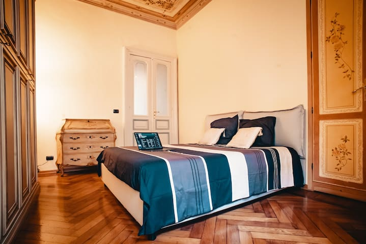 Deluxe Bedroom in Turin City Center