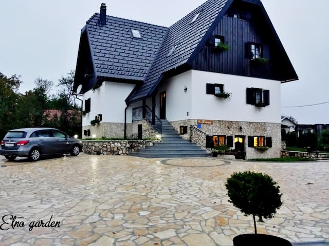 DOUBLE BEDROOM OF YOUR DREAMS - Re 206 - Plitvica Selo - Villa