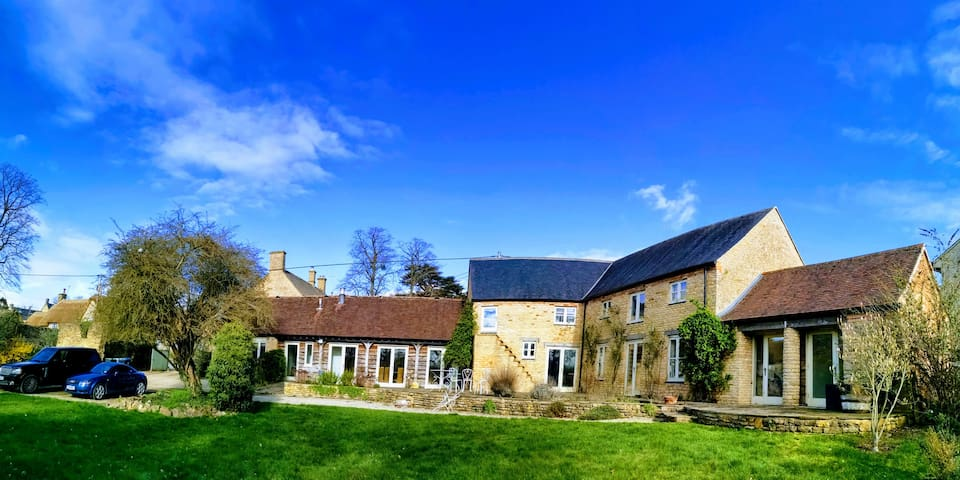 Stunning barn conversion, ideal Cotswold location