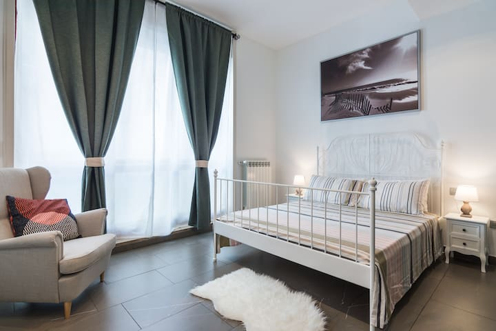 LUXURY 5 BEDROOM APARTMENT IN MILAN'S CENTER