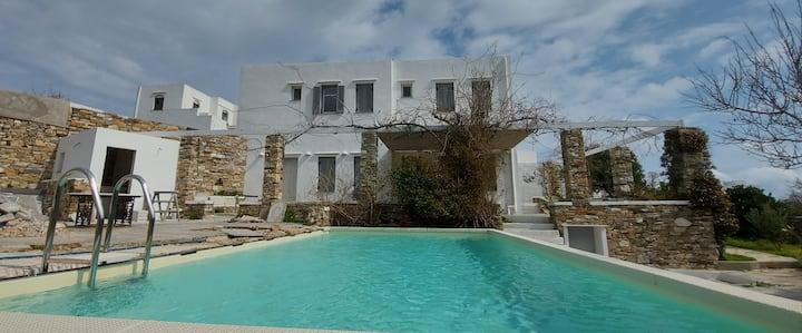 Family Pool Villa At The Heart of Sifnos
