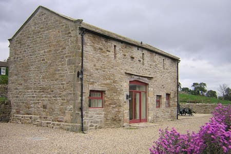 Oak Grange - traditional barn with dales views