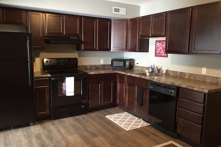 Private, One bedroom apartment - DOWNTOWN! - Springfield