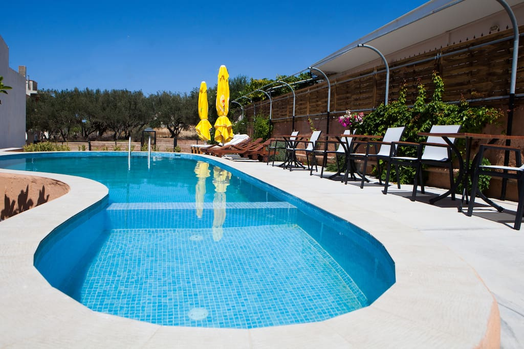 32m² pool including a part for young children!