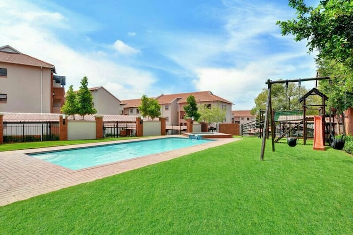 Modern secure apartment close to Monte Casino