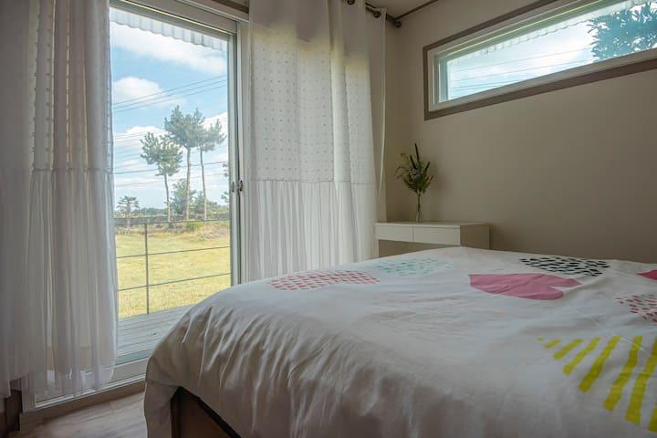 제주 친환경 소형목조주택(M1), 잔디마당 캠핑, 돌담, 월정리해변, 비자림