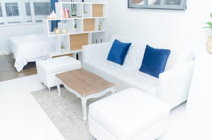 Stylish Studio Apartment w/ Netflix in BGC @Indigo