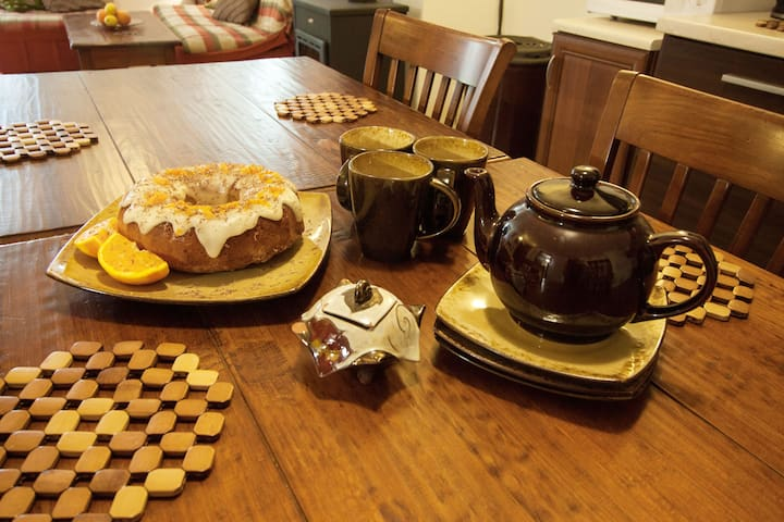 coffee/tea and cakes